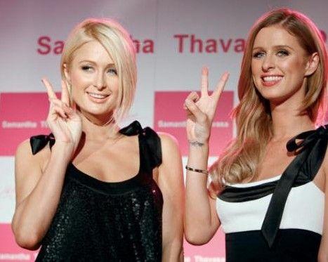 PARIS-NICKY HILTON  Skandallar kraliçesi Paris Hilton'un kardeşi de en az kendisi kadar meşhur. Ancak Paris, daha çok gece kulüplerinde çılgınca eğlenirken veya sevgilileriyle yaşadığı sansasyonlarla gündeme gelirken, çok sevdiği kardeşi Nicky Hilton, yarattığı 'Chick By Nicky Hilton' adlı moda markasıyla konuşuluyor. Zıt kutuplardaki iki kardeş arada kavga etseler de genelde iyi anlaştıklarını söylüyor.